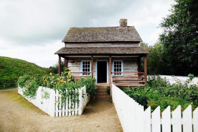 cabin-countryside-doorway-2510067 (1)